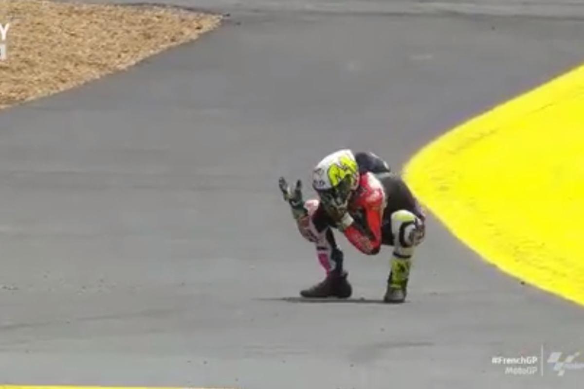 Aleix Espargarò si dispera dopo la caduta nel Gran Premio di Francia di MotoGP 2021 a Le Mans