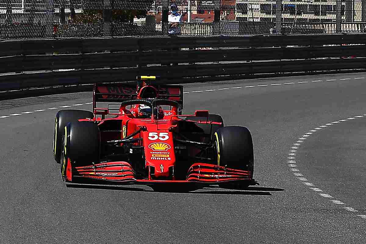Carlos Sainz in pista nel Gran Premio di Montecarlo di F1 2021 a Monaco