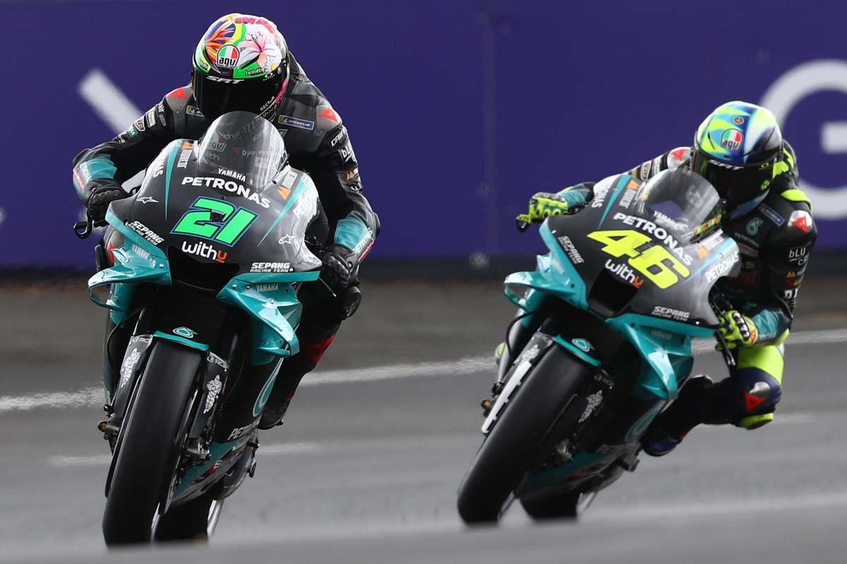 Franco Morbidelli davanti a Valentino Rossi nel Gran Premio di Francia di MotoGP 2021 a Le Mans