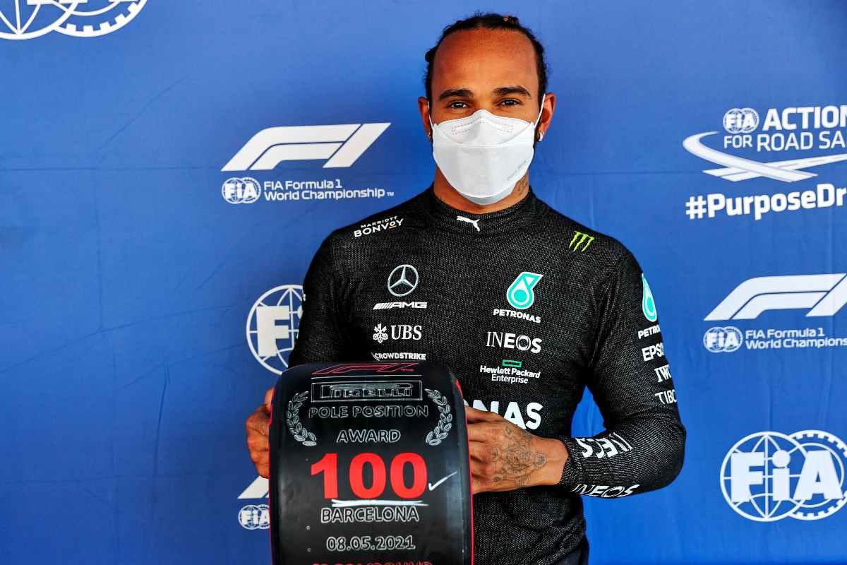 Lewis Hamilton raggiunge la centesima pole position in carriera al Gran Premio di Spagna di F1 2021 a Barcellona