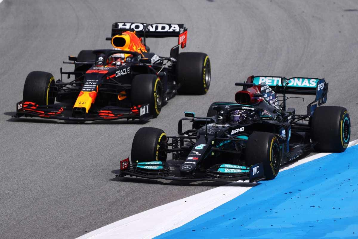 Il sorpasso di Lewis Hamilton su Max Verstappen al Gran Premio di Spagna di F1 2021 a Barcellona