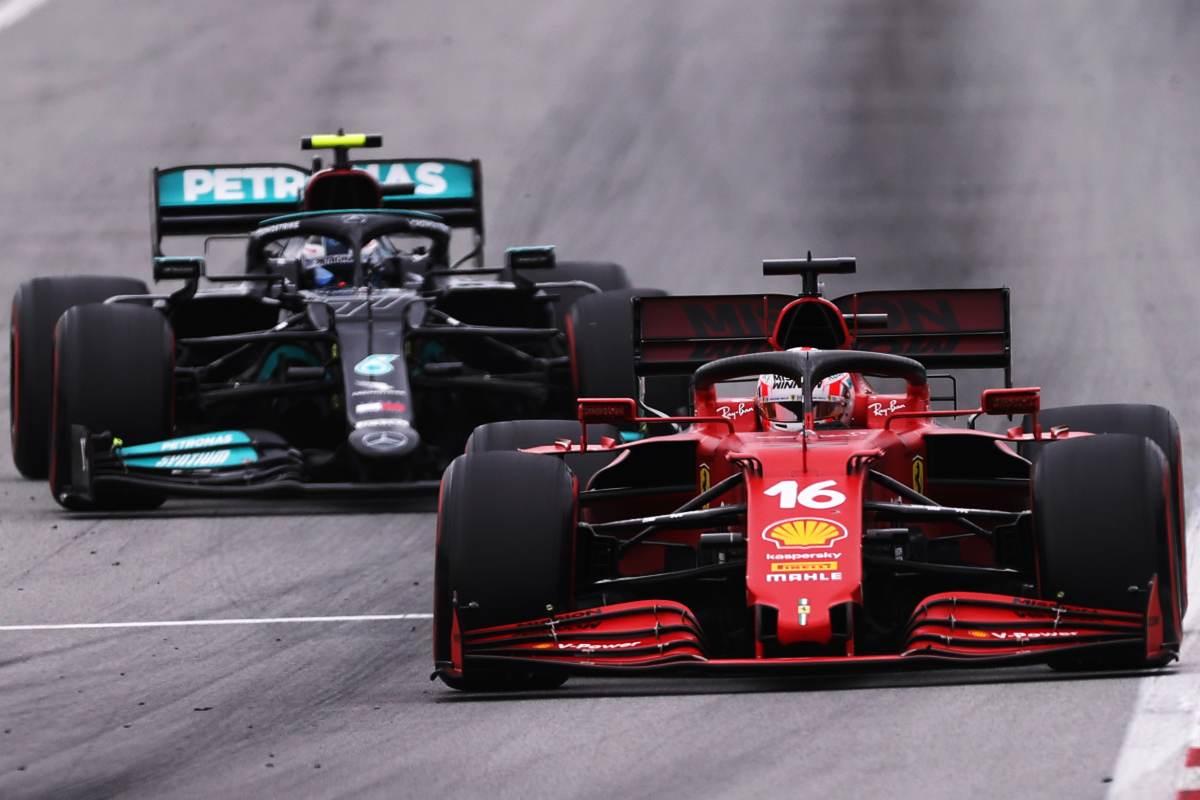 Charles Leclerc davanti a Valtteri Bottas nel Gran Premio di Spagna di F1 2021 a Barcellona