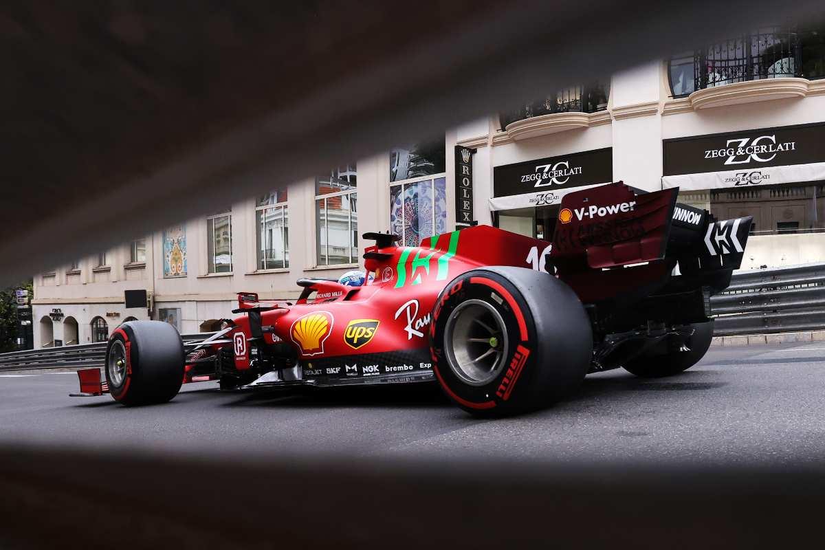 Charles Leclerc in pista sulla Ferrari nel Gran Premio di Montecarlo di F1 2021 a Monaco