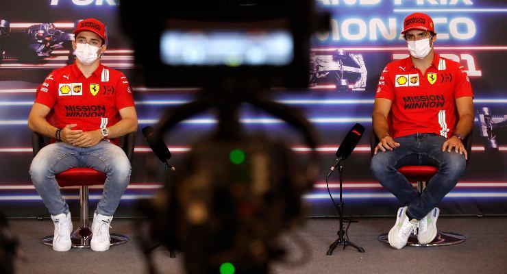 Charles Leclerc e Carlos Sainz nella conferenza stampa alla vigilia del Gran Premio di Montecarlo di F1 2021 a Monaco