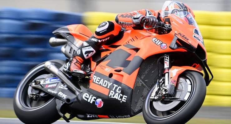 Danilo Petrucci in pista sulla Ktm nel Gran Premio di Francia di MotoGP 2021 a Le Mans