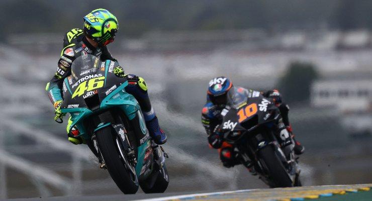 Valentino Rossi davanti a Luca Marini nelle prove libere del Gran Premio di Francia di MotoGP 2021 a Le Mans (Foto Petronas)