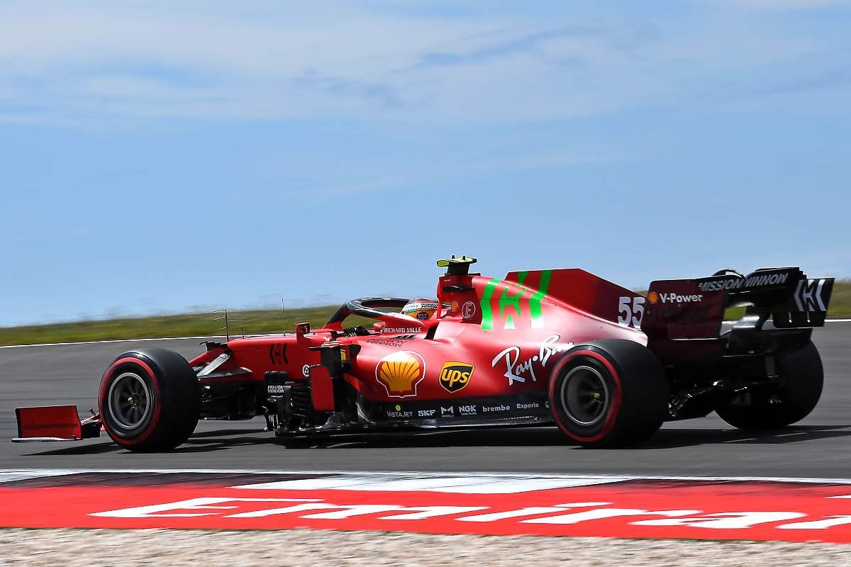 Carlos Sainz in pista nelle qualifiche del Gran Premio del Portogallo di F1 2021 a Portimao