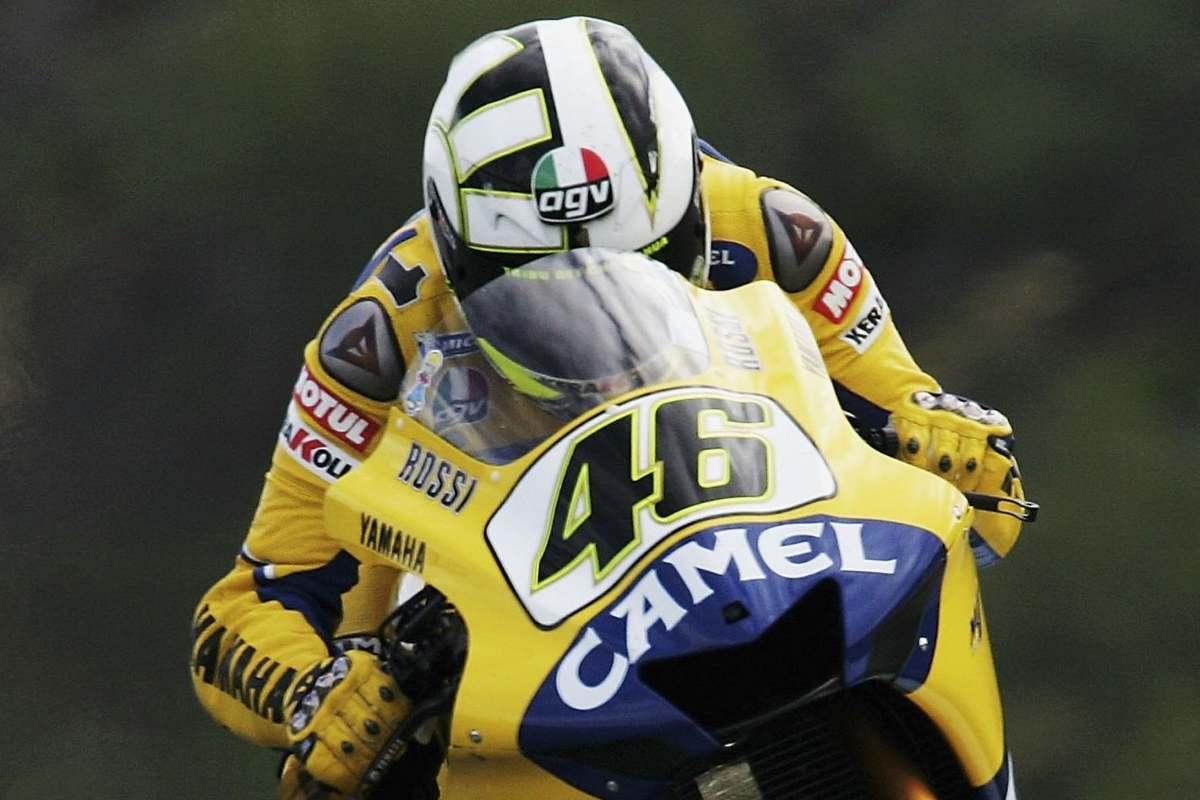 Valentino Rossi sulla Yamaha Camel nel campionato di MotoGP 2006
