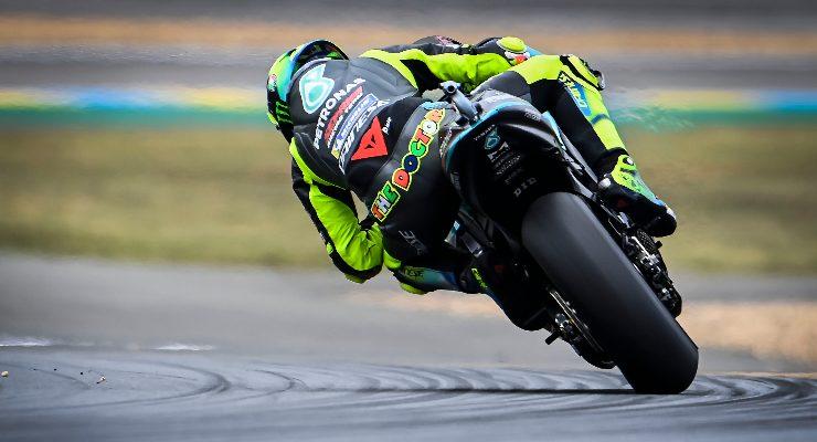 Valentino Rossi sulla Yamaha nelle prove libere del Gran Premio di Francia di MotoGP 2021 a Le Mans (Foto Petronas)