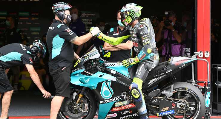 Valentino Rossi nella corsia box al Gran Premio d'Italia di MotoGP 2021 al Mugello