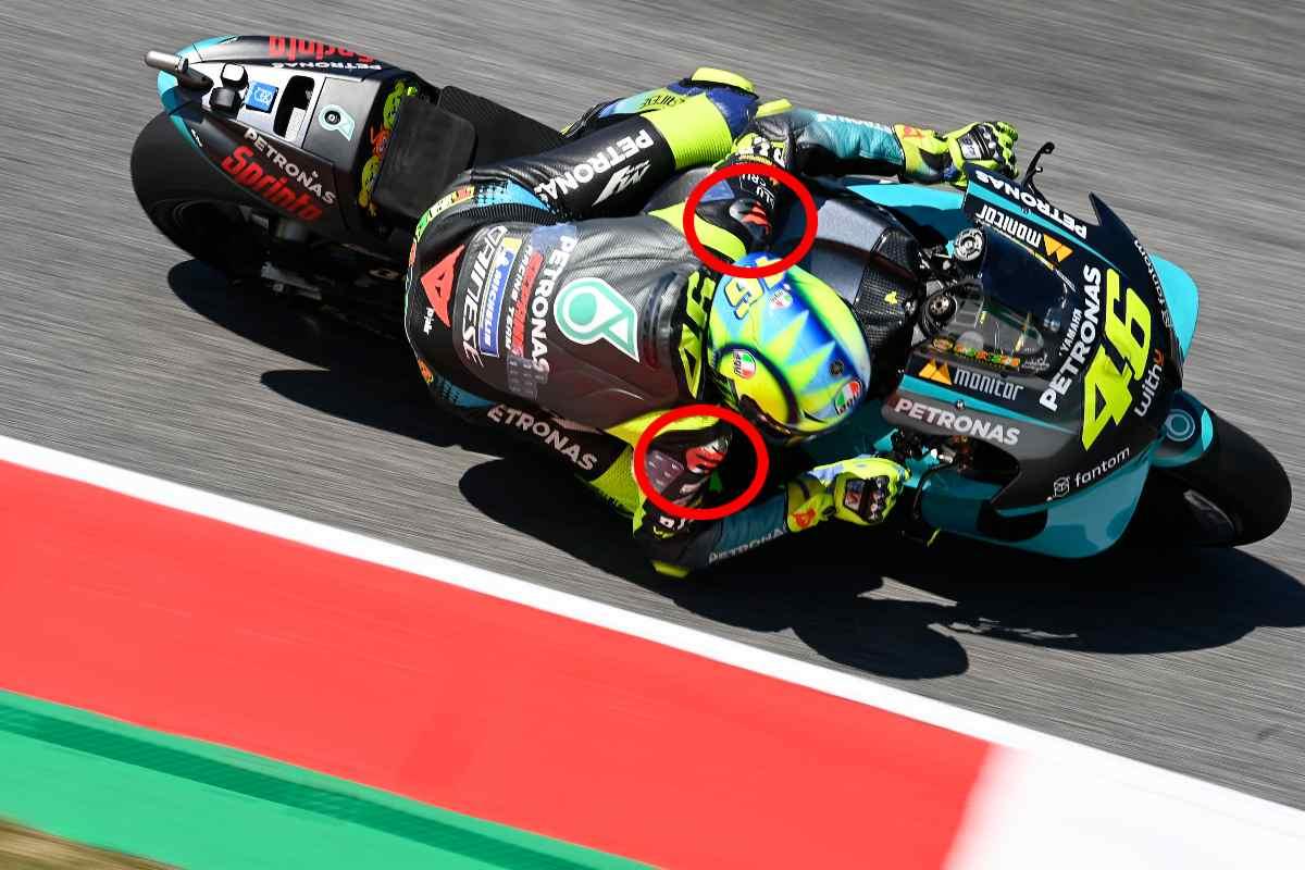Le appendici aerodinamiche sulla tuta di Valentino Rossi nel Gran Premio d'Italia di MotoGP 2021 al Mugello