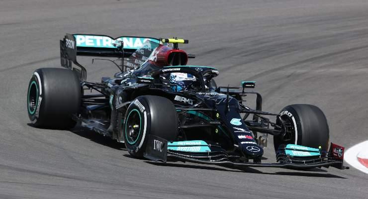 Valtteri Bottas in pista al Gran Premio del Portogallo di F1 2021 a Portimao