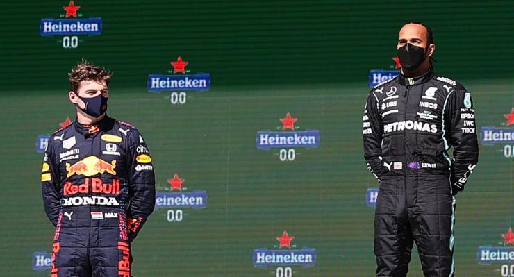 Max Verstappen e Lewis Hamilton sul podio del Gran Premio del Portogallo di F1 2021 a Portimao