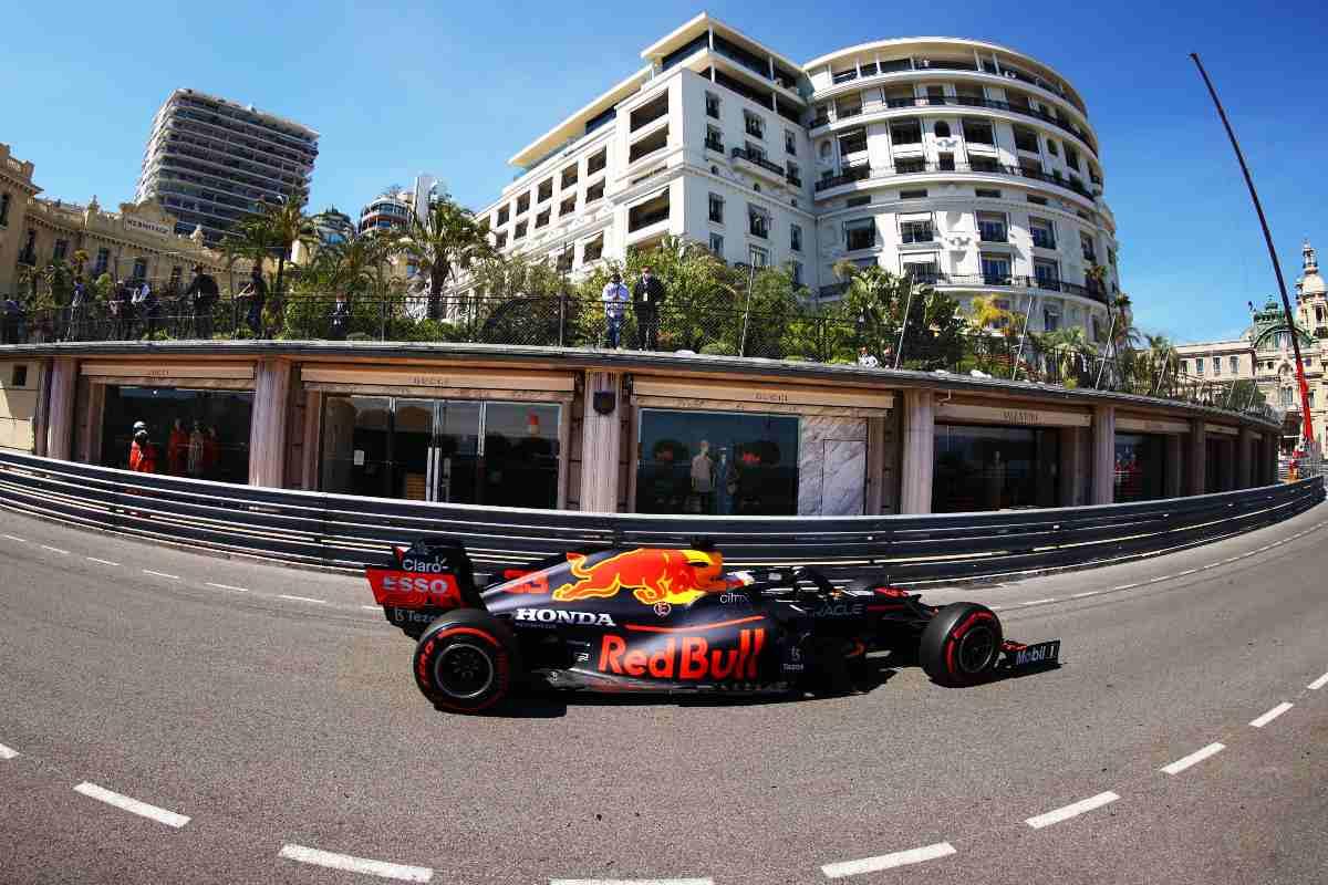 Max Verstappen in pista nelle prove libere del Gran Premio di Montecarlo di F1 2021 a Monaco