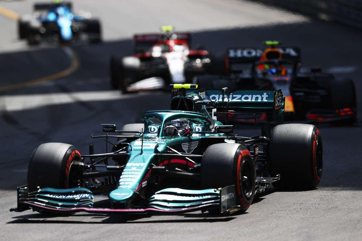 Sebastian Vettel in pista sulla sua Aston Martin al Gran Premio di Montecarlo di F1 2021 a Monaco