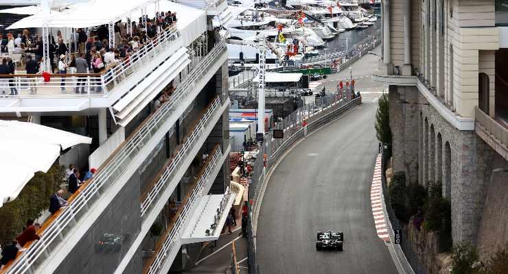 Sebastian Vettel in pista sulla sua Aston Martin al Gran Premio di Montecarlo di F1 2021 a Monaco (Foto Bryn Lennon/Getty Images)