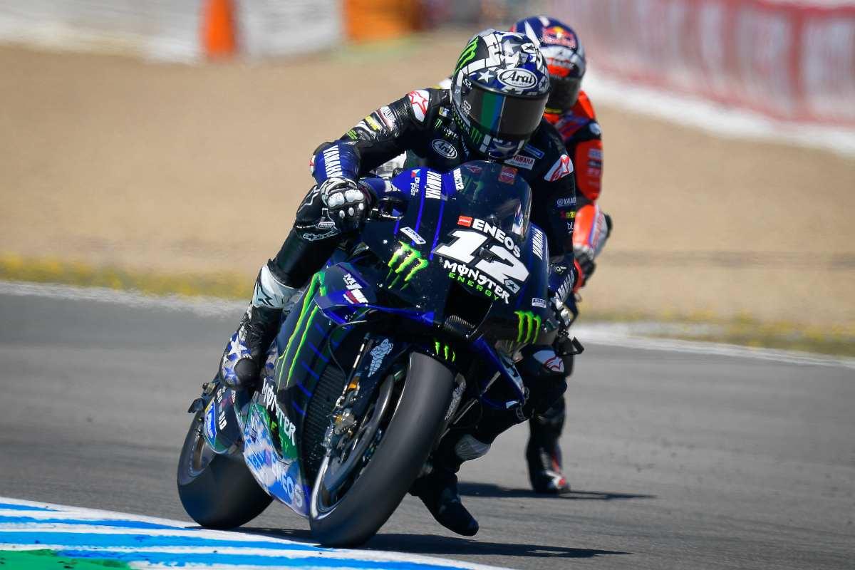 Maverick Vinales in pista sulla Yamaha a Jerez de la Frontera