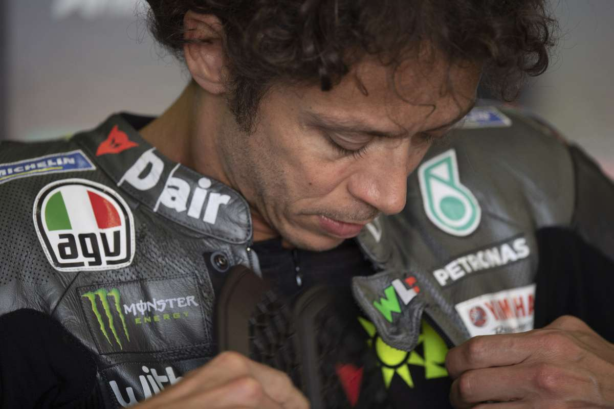 Valentino Rossi nel box Yamaha (GettyImages)