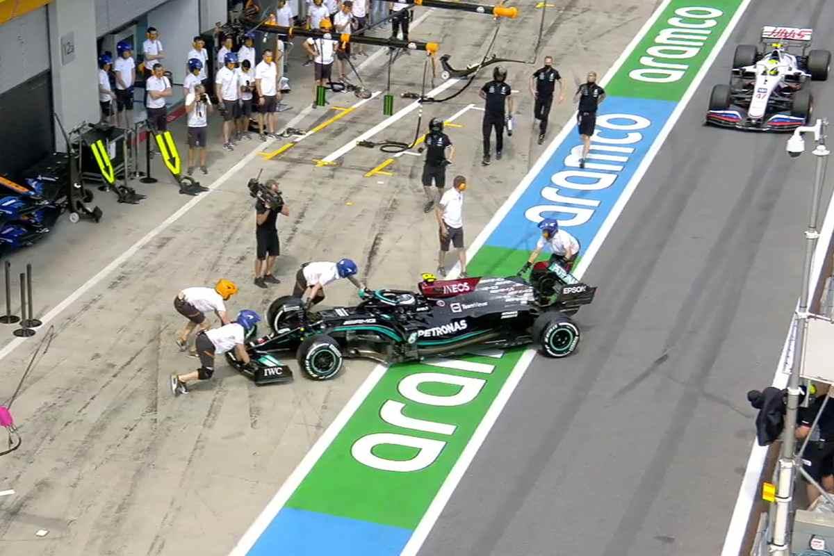 Il testacoda di Valtteri Bottas nella corsia dei box nelle prove libere del Gran Premio di Stiria di F1 2021 al Red Bull Ring