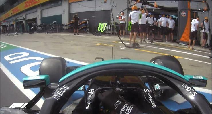 Il testacoda di Valtteri Bottas nella corsia dei box nelle prove libere del Gran Premio di Stiria di F1 2021 al Red Bull Ring (Foto Twitter/F1)
