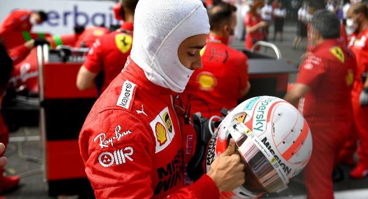 Charles Leclerc sulla griglia di partenza del Gran Premio dell'Azerbaigian di F1 2021 a Baku