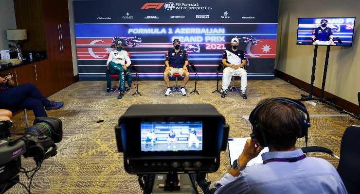 Sebastian Vettel, Sergio Perez e Pierre Gasly in conferenza stampa dopo il Gran Premio dell'Azerbaigian di F1 2021 a Baku