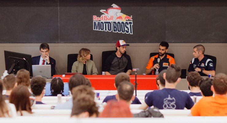 Andrea Dovizioso durante la lezione all'università di Bologna (Foto Red Bull)