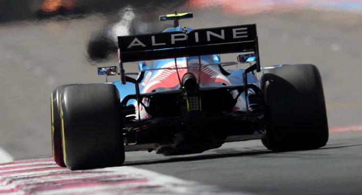 Esteban Ocon in pista sulla Alpine nelle prove libere del Gran Premio di Francia di F1 2021 al Paul Ricard