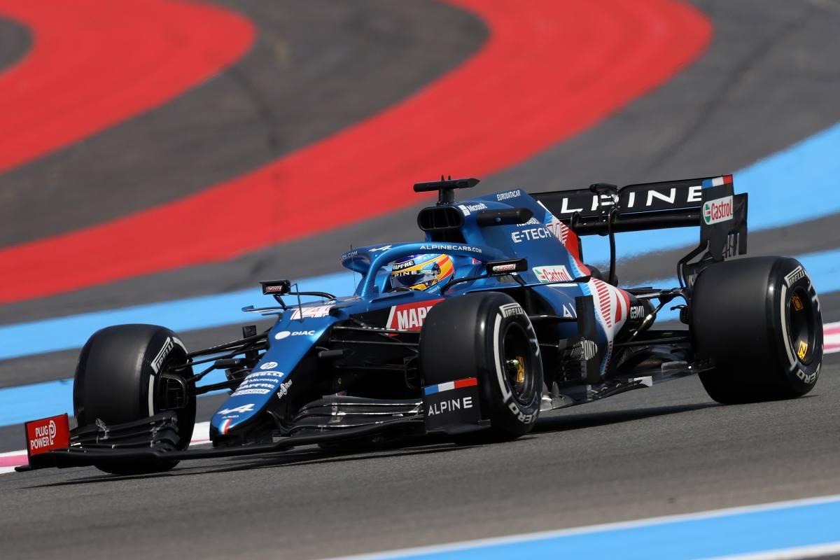 Fernando Alonso in pista sulla Alpine nelle prove libere del Gran Premio di Francia di F1 2021 al Paul Ricard