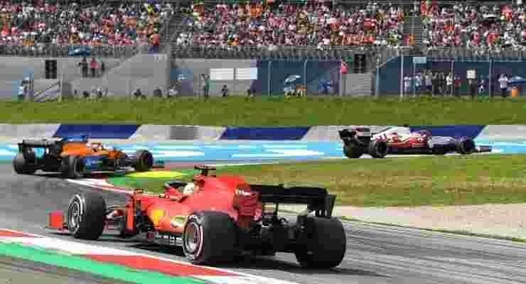 La Ferrari di Carlos Sainz in pista