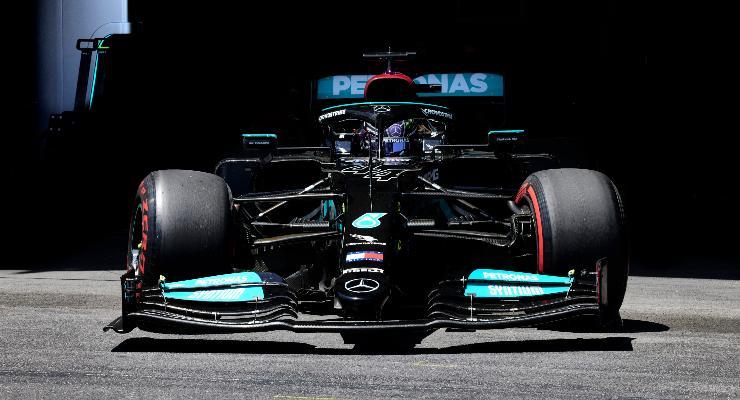 Lewis Hamilton in pista nelle prove libere del Gran Premio dell'Azerbaigian di F1 2021 a Baku