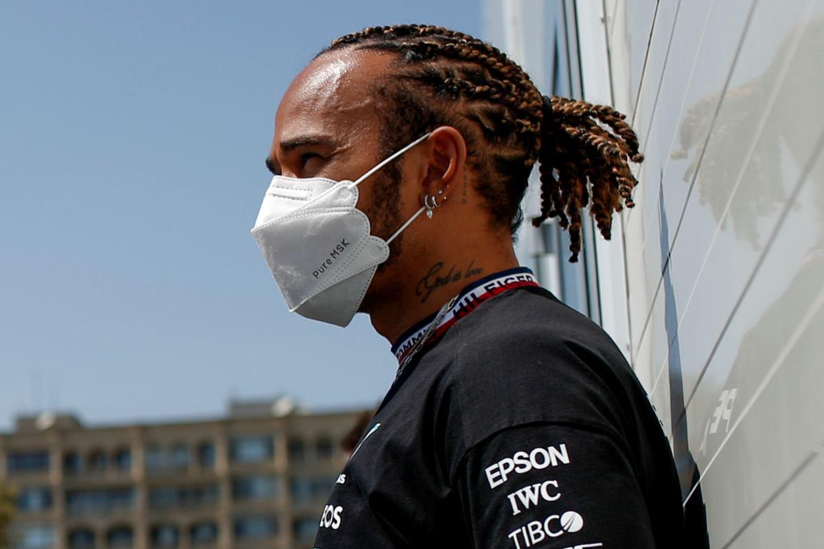 Lewis Hamilton nel paddock del Gran Premio dell'Azerbaigian di F1 2021 a Baku
