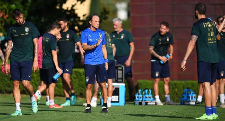 La nazionale italiana e il ct Roberto Mancini in allenamento