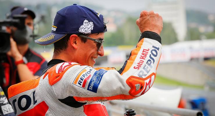 Marc Marquez festeggia la vittoria al Gran Premio di Germania di MotoGP 2021 al Sachsenring