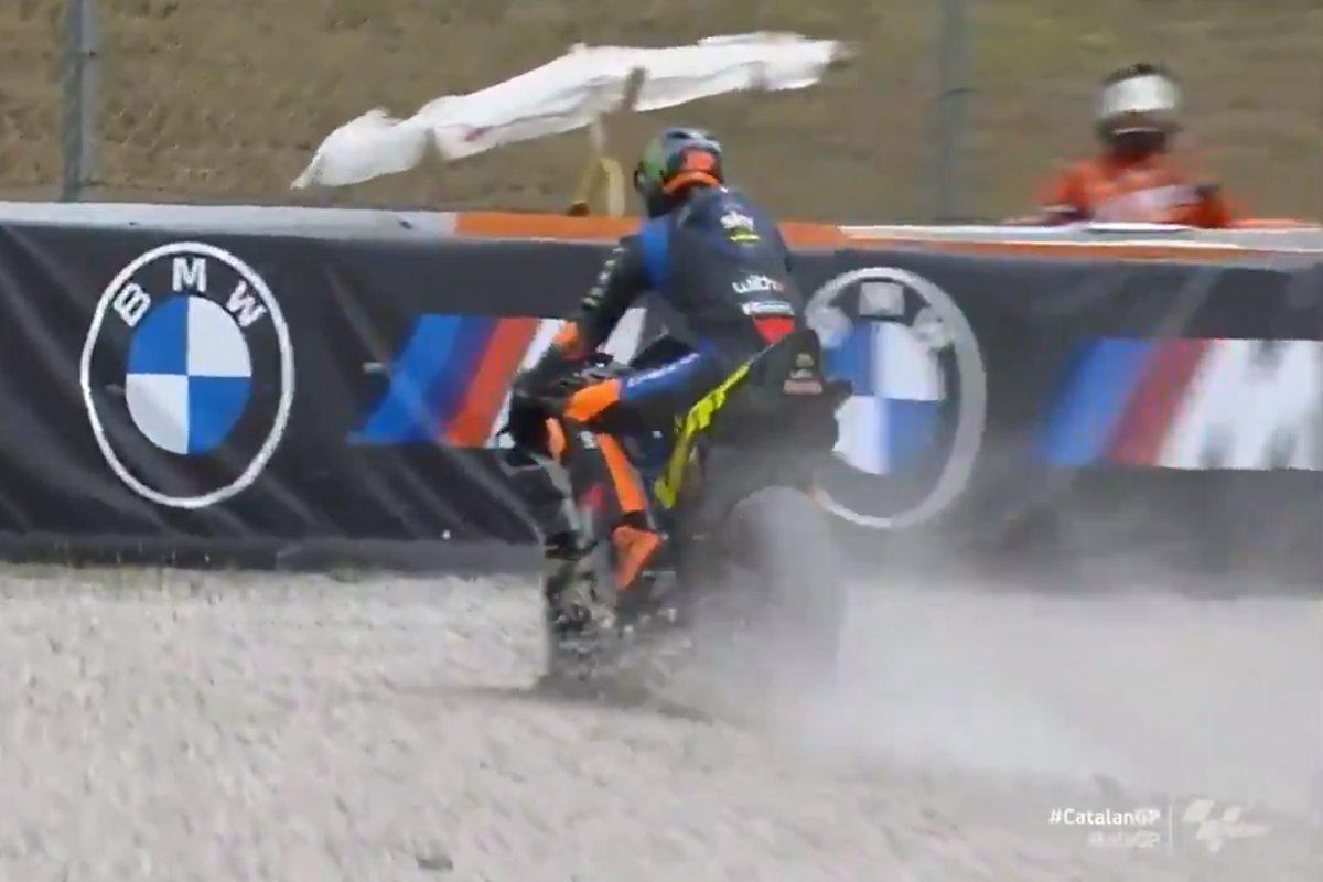 La caduta di Luca Marini nelle prove libere del Gran Premio di Catalogna a Barcellona