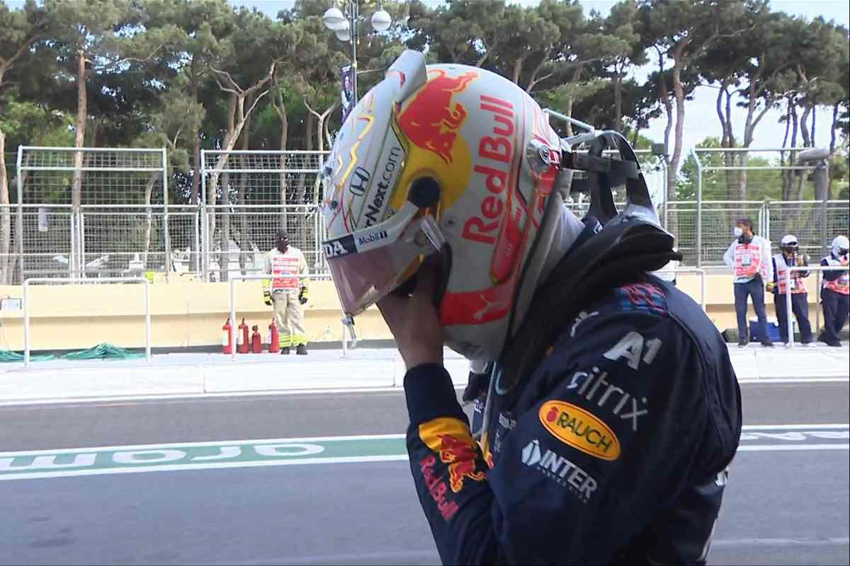 Max Verstappen dopo il ritiro al Gran Premio dell'Azerbaigian a Baku