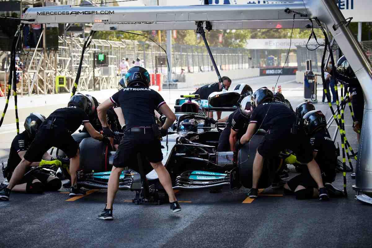 Il pit stop al Gran Premio dell'Azerbaigian di F1 2021 a Baku