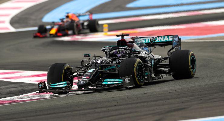 Max Verstappen in lotta con Lewis Hamilton al Gran Premio di Francia di F1 2021 al Paul Ricard