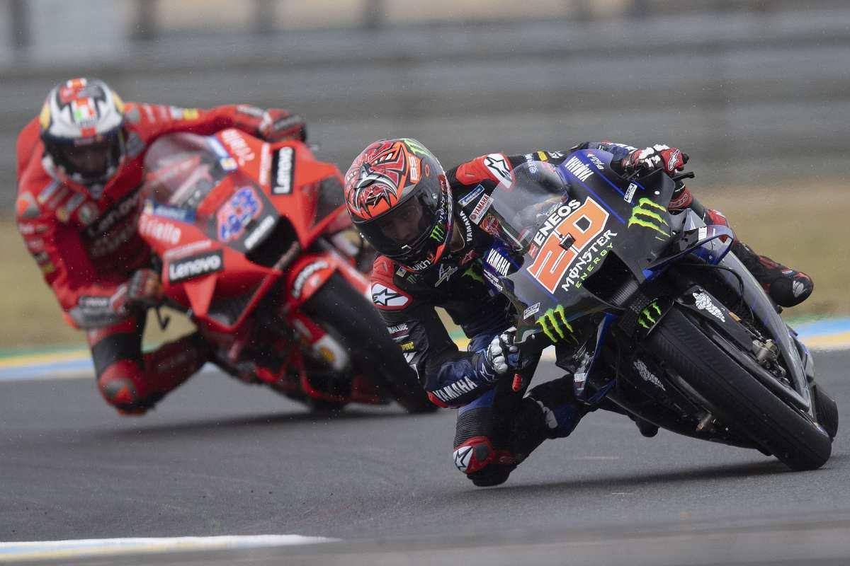 La Yamaha di Fabio Quartararo davanti alla Ducati di Jack Miller