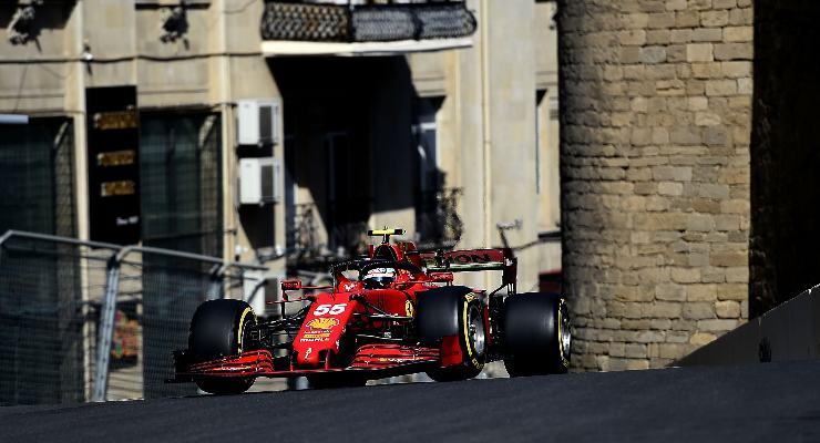 Carlos Sainz nelle prove libere del Gran Premio dell'Azerbaigian di F1 2021 a Baku