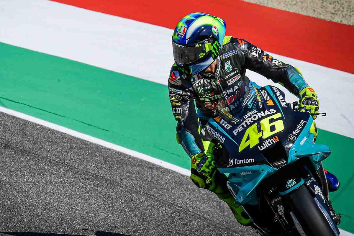 Valentino Rossi in pista sulla Yamaha nel Gran Premio d'Italia di MotoGP 2021 al Mugello