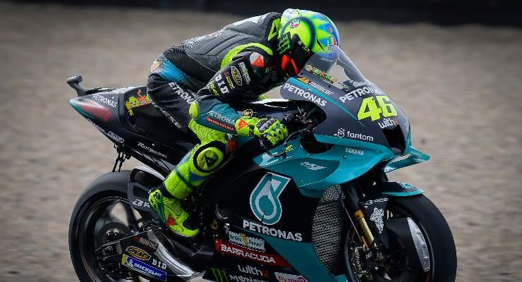 Valentino Rossi in pista sulla Yamaha Petronas al Gran Premio d'Olanda di MotoGP 2021 ad Assen