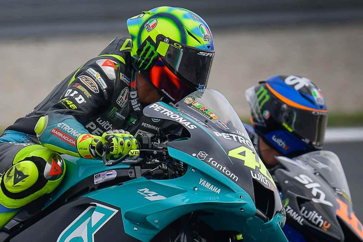 La Yamaha Petronas di Valentino Rossi e la Ducati VR46 Avintia di Luca Marini