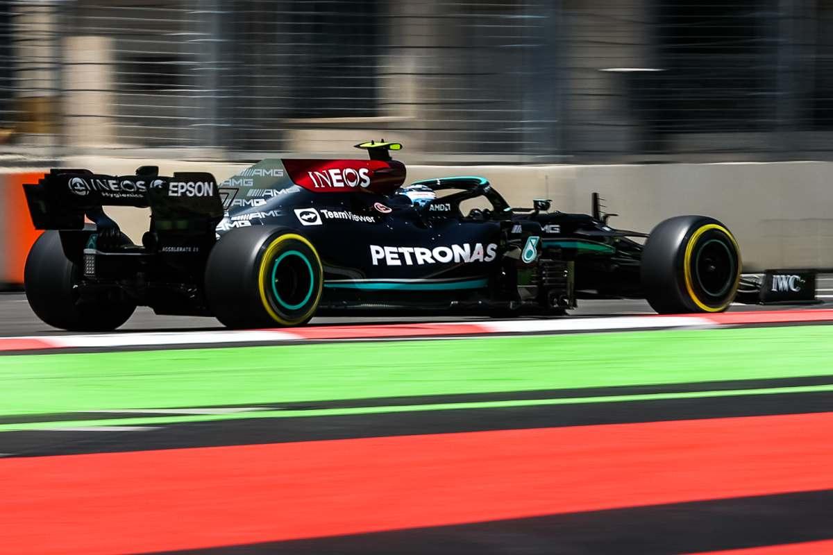 La Mercedes in pista al Gran Premio dell'Azerbaigian di F1 2021 a Baku