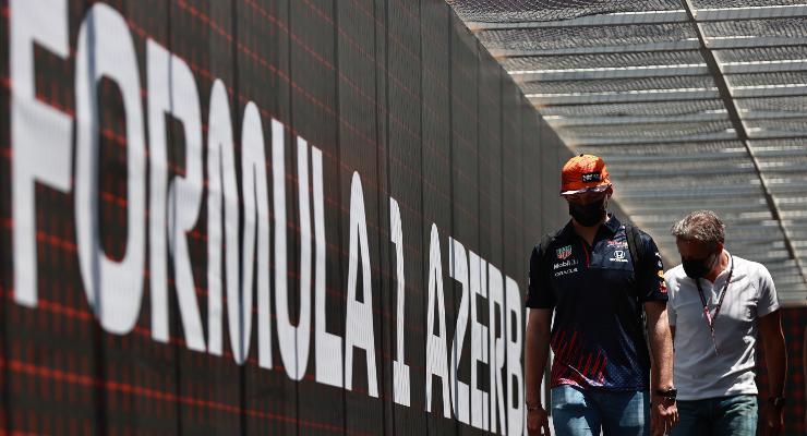 Max Verstappen nel paddock del Gran Premio dell'Azerbaigian di F1 2021 a Baku
