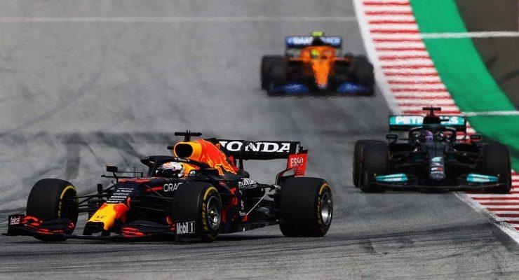 Max Verstappen davanti a Lewis Hamilton al Gran Premio di Stiria di F1 2021 al Red Bull Ring