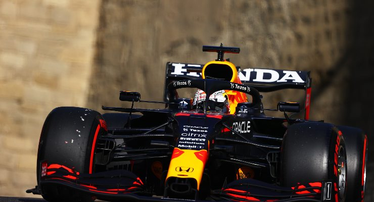 Max Verstappen in pista nelle qualifiche del Gran Premio dell'Azerbaigian di F1 2021 a Baku