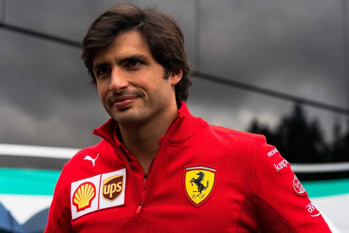 Carlos Sainz nel paddock del Gran Premio d'Austria di F1 2021 al Red Bull Ring