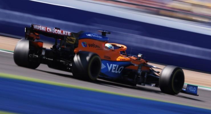 Daniel Ricciardo in pista sulla McLaren