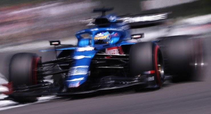 Fernando Alonso in pista sulla Alpine